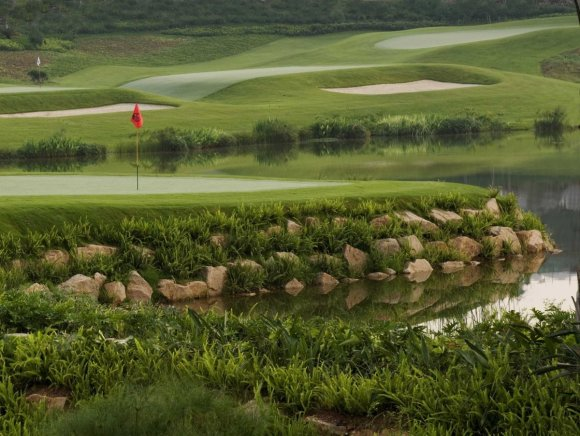 zhang-lian-wei-is-the-most-decorated-chinese-golfer-in-history-he-designed-this-par-3-course-at-shenzhen-which-copies-design-features-from-some-of-the-worlds-most-famous-golf-courses