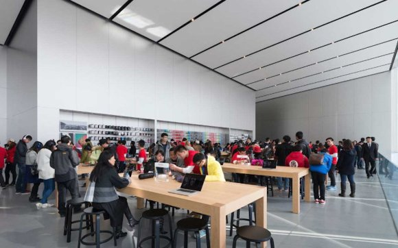apple-store-foster-and-partners-interior1