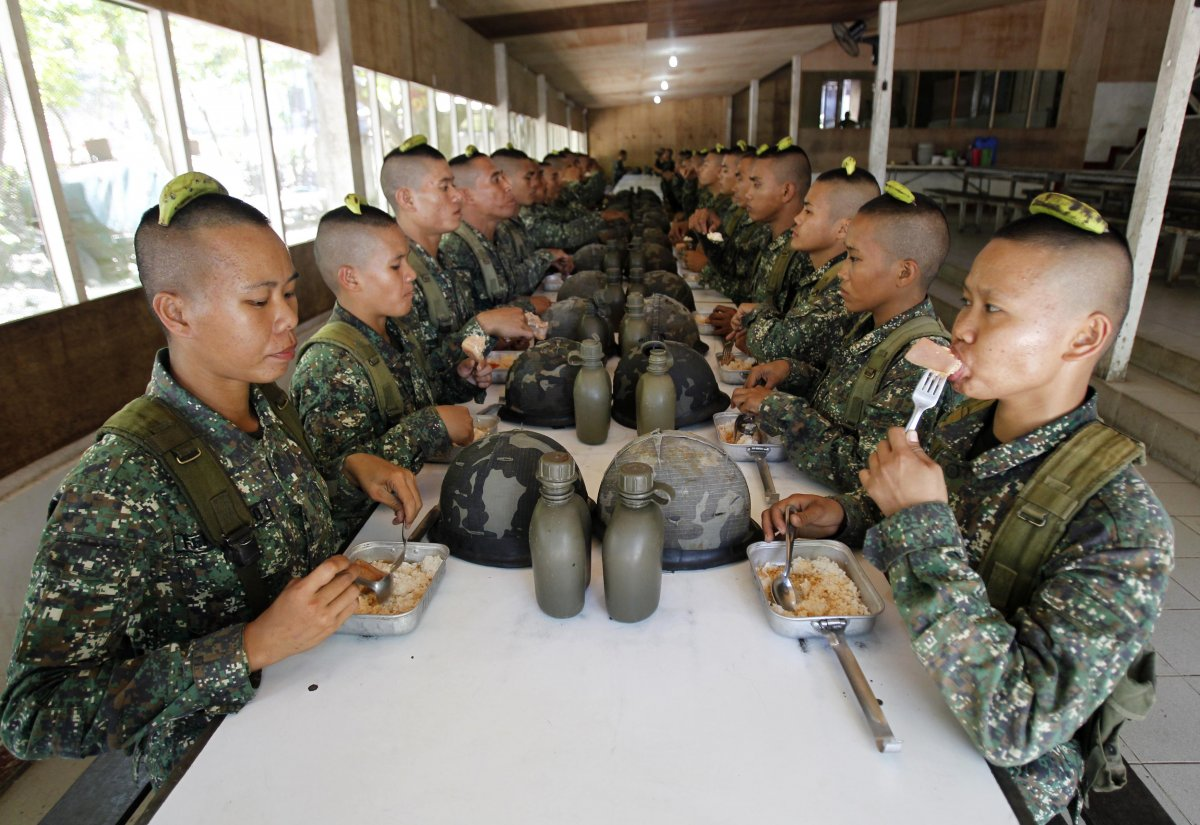 maintaining-posture-and-balance-is-another-part-of-a-soldiers-formation-these-philippines-recruits-have-to-hold-a-banana-on-their-heads-while-eating-lunch-if-the-banana-falls-they-have-to-eat-it-peel-included