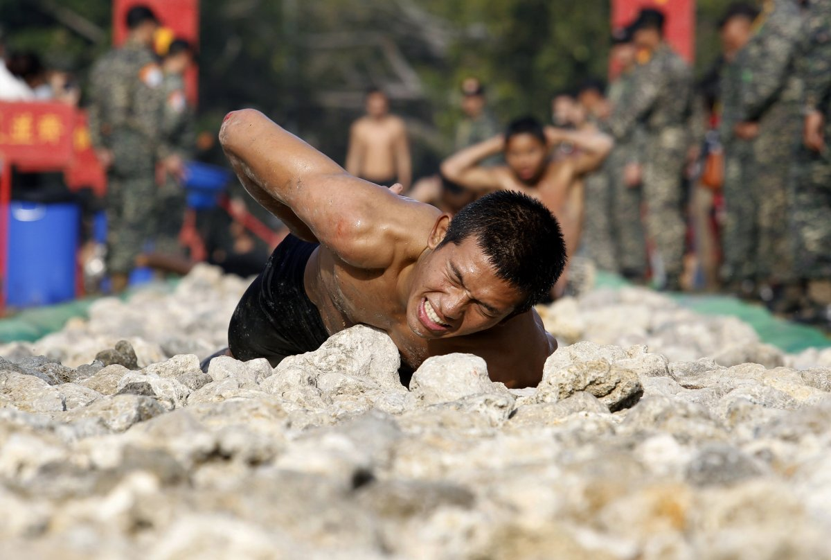 taiwanese-marines-have-to-crawl-through-a-rocky-pathway-in-front-of-their-fellow-recruits-to-finish-their-training-course