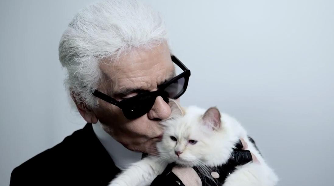 Karl-Lagerfeld-Choupette-Embrace