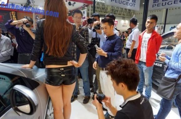 china-car-girls-wuhan-1-660x436