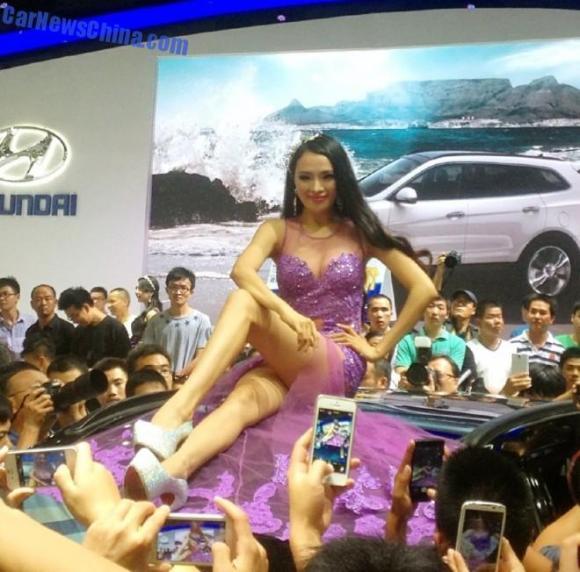 china-car-girls-wuhan-6-660x652