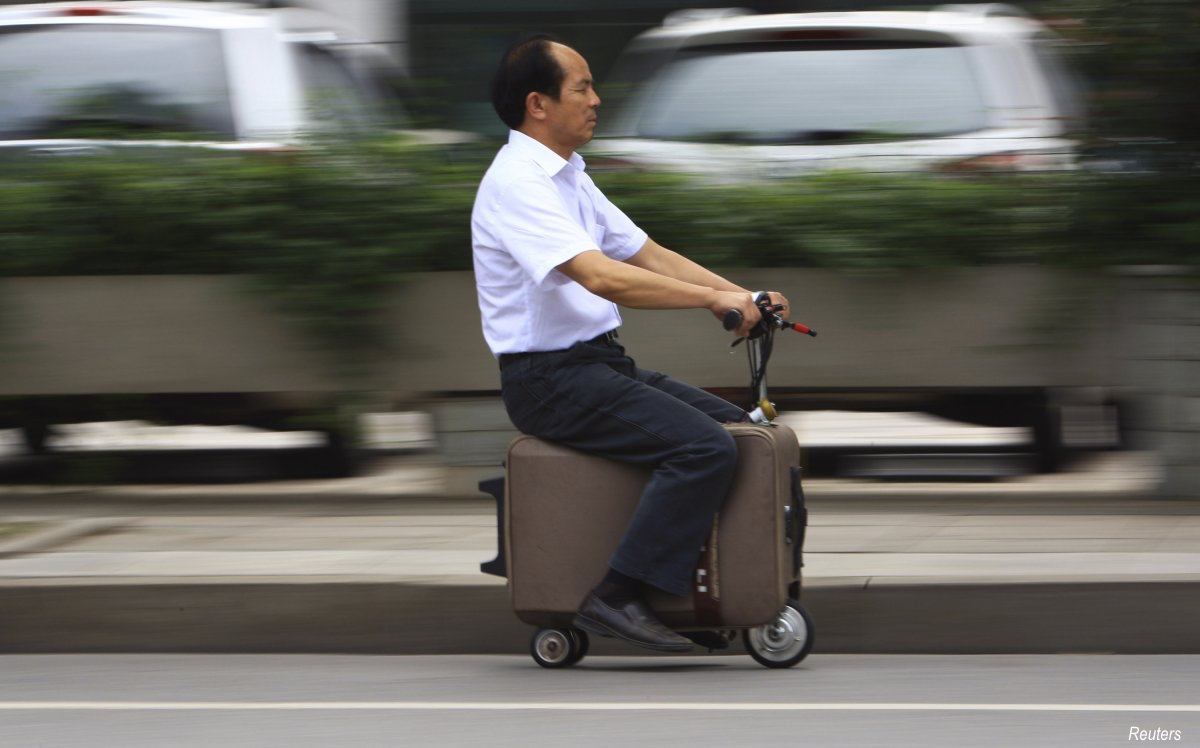 he-liang-went-for-the-minimalist-option-and-spent-a-decade-turning-a-suitcase-into-a-motor-driven-vehicle-it-has-a-top-speed-of-20kmh