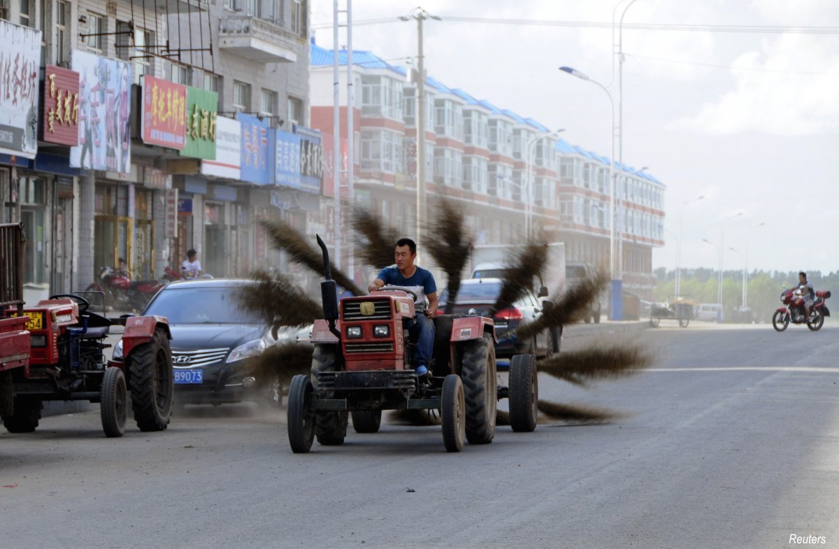 here-an-unidentified-man-from-the-heilongjiang-province-created-a-home-made-12-brooms-tied-in-the-rear-to-help-him-clean-the-road-in-mohe