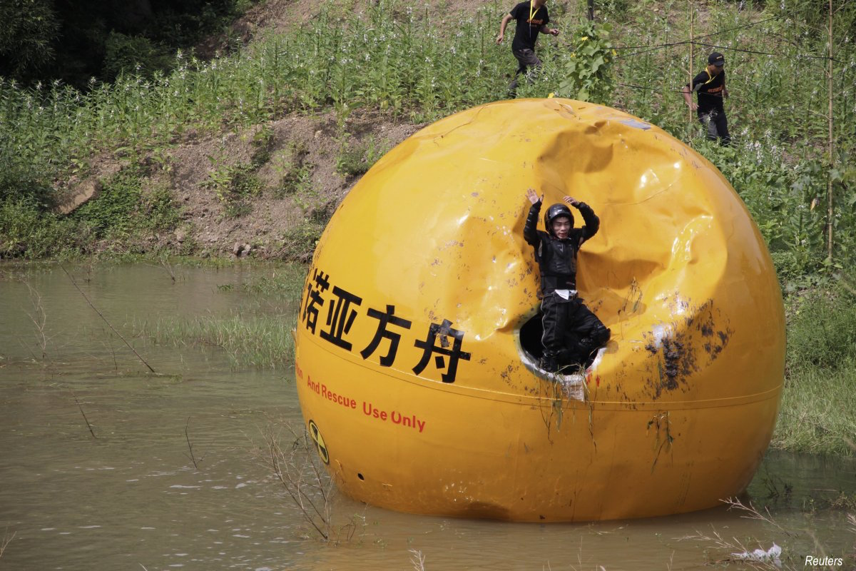 yang-zongfu-spent-two-years-creating-a-ball-container-named-noahs-ark-of-china-it-is-capable-of-housing-a-three-person-family-and-sufficient-enough-food-for-them-to-live-for-10-months