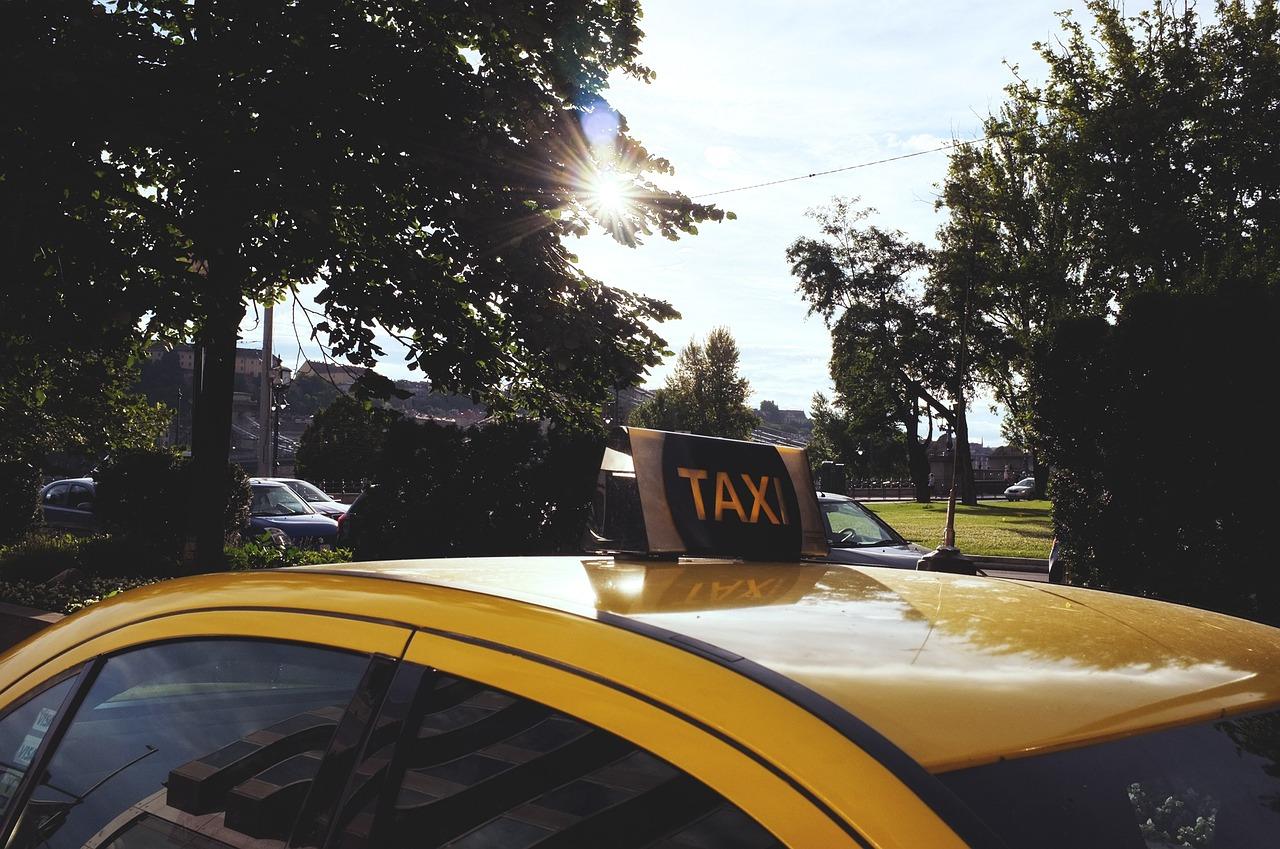 taxi-705822_1280