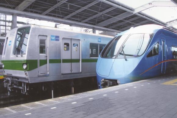 1024px-Tokyo_Metro_Model_6000_&_Odakyu_Model_60000