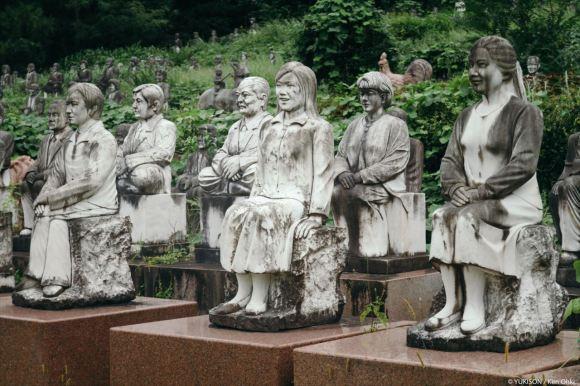 spooky-statues-10