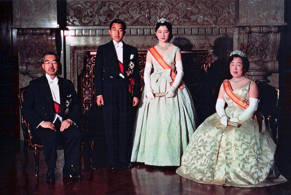 1200px-crown_prince__princess__emperor_showa__empress_kojun_wedding_1959-4
